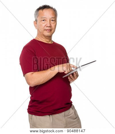 Old man use of tablet pc