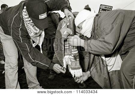 Extremist Muslims Burning USA Scarf, London