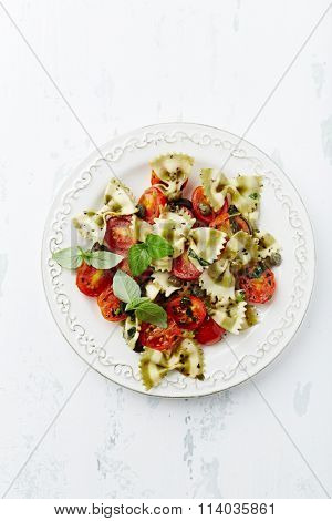 Farfalle with cherry tomatoes and capers