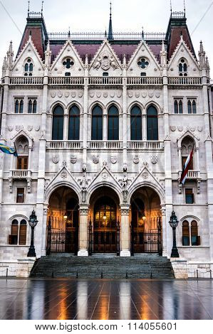entrance to the National Hungarian Parliament