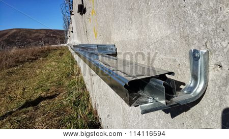 Steel box for concrete wall