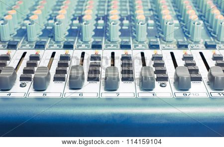 Sound Mixer Blue Tone