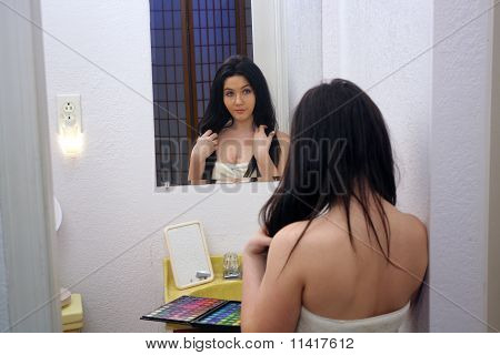 Beautiful Teen Girl With Makeup Palette (3)