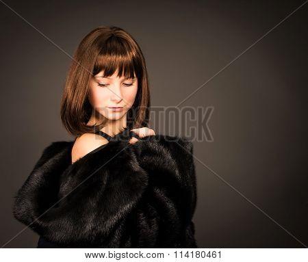 Beauty Fashion Model Girl in Mink Fur Coat. Beautiful Woman in Luxury Black Fur Jacket . Winter Fash