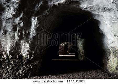 Long Tunel