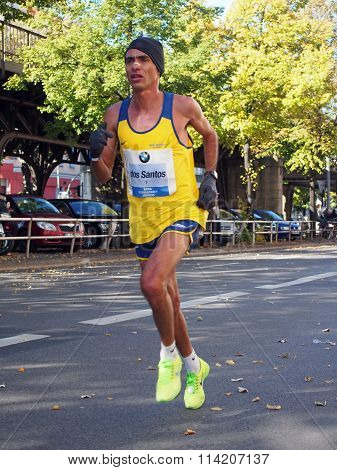 Marilson Gomes dos Santos running Berlin Marathon 2013
