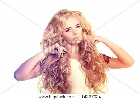Model with long hair Blonde Waves.
