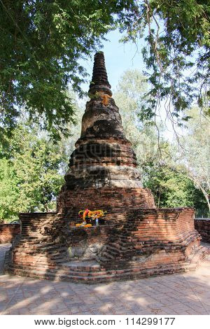 Stupas Pagoda, Pagoda Sculpture Of Buddha At Wat Worachet Temple ,the Ancient Siam Civilization Of A