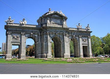 Madrid, Spain - August 23, 2012: The Puerta De Alcala (alcala Gate) On The Plaza De La Independencia