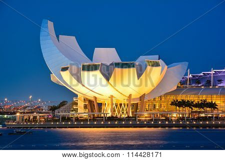Sunset lights over the Marina Bay Sands Amphitheatre and ArtScience Museum in Singapore