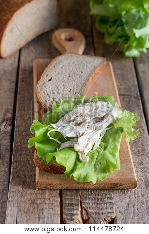 Bread, lettuce, sandwich, chicken