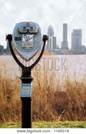 Binóculos com Skyline de Louisville