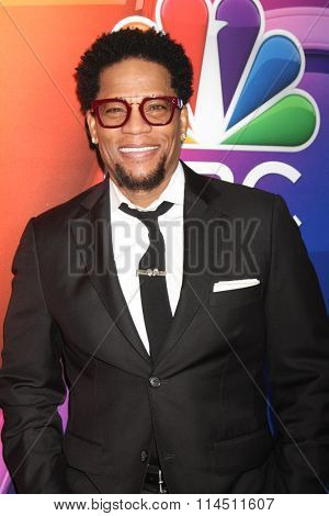 LOS ANGELES - JAN 13:  D. L. Hughley at the NBCUniversal TCA Press Day Winter 2016  at the Langham Huntington Hotel on January 13, 2016 in Pasadena, CA