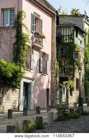 PARIS , FRANCE -SEPTEMBER 10,  2014: Rue de l'Abreuvoir Montmarte Paris