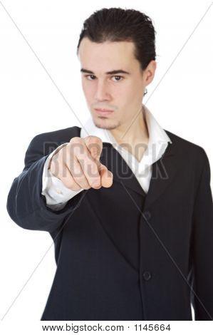 Atractivo joven empresario indicando con el dedo,