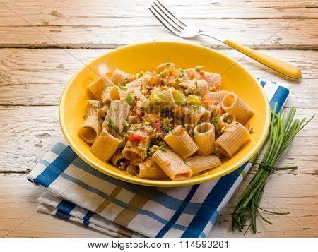 integral pasta with chive tomatoes and minced olives