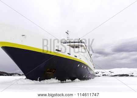 Jamming shelf ice, Antarctica