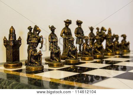 Decorative chess pawns: alignment