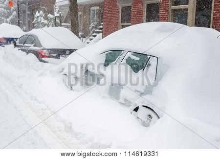 Montreal, Qc, Canada - 27Th December 2012. Historical Snow Storm Hits Montreal.