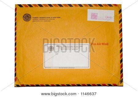 Isolado Envelope com selo no fundo branco