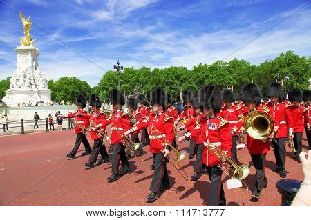 LONDON - JULY 15, 2013: British Royal guards perform the Changing of the Guard in  Buckingham Palace