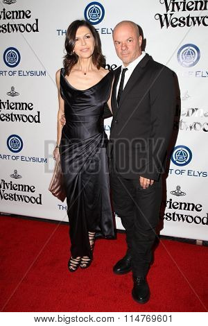 vLOS ANGELES - JAN 9:  Finola Hughes, Russell Young at the The Art of Elysium Ninth Annual Heaven Gala at the 3LABS on January 9, 2016 in Culver City, CA