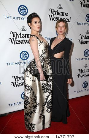 vLOS ANGELES - JAN 9:  Rumer Willis, Scout Willis at the The Art of Elysium Ninth Annual Heaven Gala at the 3LABS on January 9, 2016 in Culver City, CA