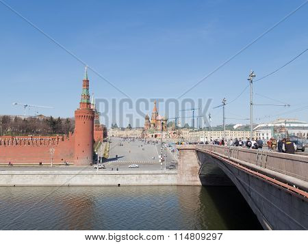 Tourists At The Great Moscow River Bridge