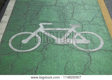 Sign off bicycle lanes in park