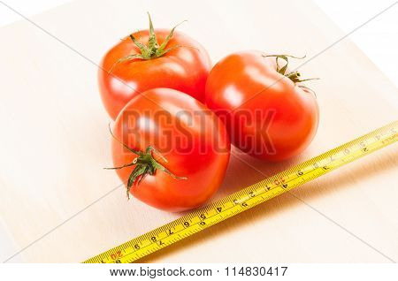 Measure The Calories Of Three Red Tomatoes With A Centimeter.
