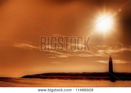 Ilha de Texel farol com um raios de sol forte bonito