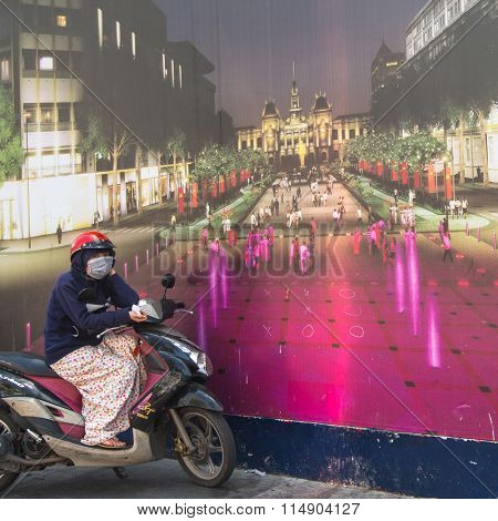 HO CHI MINH CITY, VIETNAM - CIRCA JAN, 2016: Lokal woman moto-rickshaw waiting of cliens. Is located in the South of Vietnam, is the country's largest city, population 8 million.