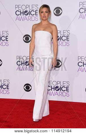 LOS ANGELES - JAN 06:  Kate Hudson arrives to the People's Choice Awards 2016  on January 06, 2016 in Hollywood, CA.