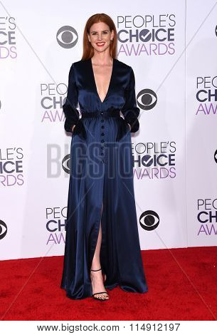 LOS ANGELES - JAN 06:  Sarah Rafferty arrives to the People's Choice Awards 2016  on January 06, 2016 in Hollywood, CA.