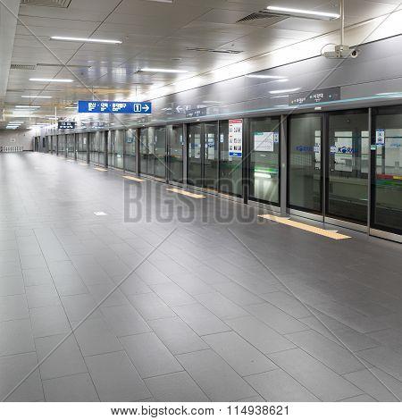 Seoul, Korea - August 12, 2015: Neat Platform Of Seoul Subway System Made In Seoul, South Korea On A