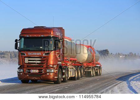 Bronze Scania R560 V8 Tank Truck On Winter Road