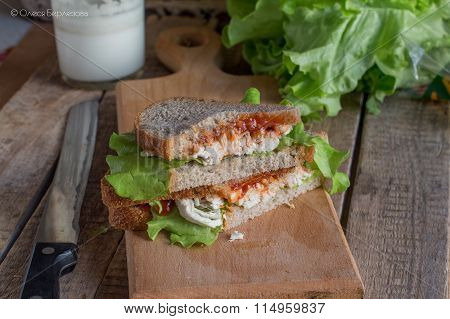 Open sandwich, bread, lettuce, meat, sauce spring