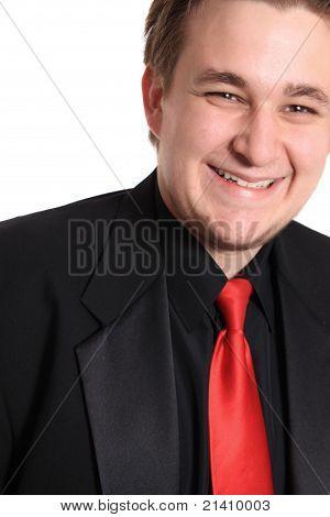 Junger Geschäftsmann In schwarzen formellen Anzug