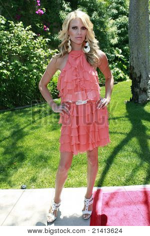 BEVERLY HILLS - JUN 14: Shana Wall at Reality Cares presents 'The Dogs Next Door', a Hollywood Celebrity Benefit at a private estate in Beverly Hills, California on June 14, 2008