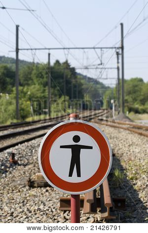 Sign : no pedestrian on the railway