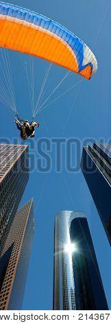 Tandem parachute landing in Los Angeles downtown
