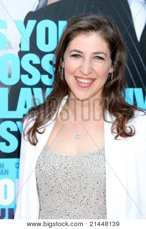 "LOS ANGELES - JUN 30:  Mayim Bialik arriving at the ""Horrible Bosses"" Premiere at Graumans Chinese Theater on June 30, 2011 in Los Angeles, CA"