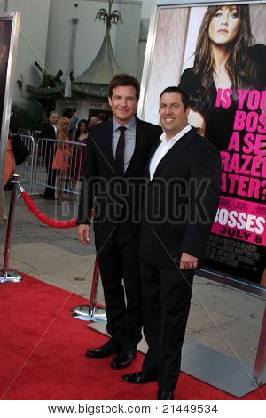 LOS ANGELES - 30 de JUN: Jason Bateman, Christopher Lennertz chegando na Premier de