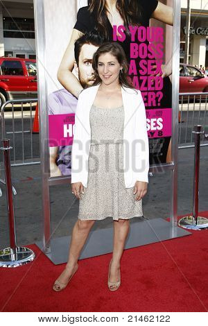 LOS ANGELES - JUN 30: Mayim Bialik at the Premiere of 'Horrible Bosses' at Grauman's Chinese Theatre on June 30, 2011 in Los Angeles, California