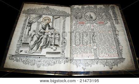 El evangelio del siglo 17 en Suzdal (Rusia).