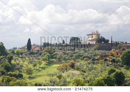 Beautiful Italian villas overlooking the Tuscan Hills