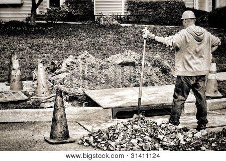 Bauarbeiter und Schaufel auf Straße Baustelle