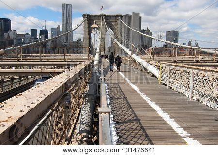 pathway on Brooklyn Bridge