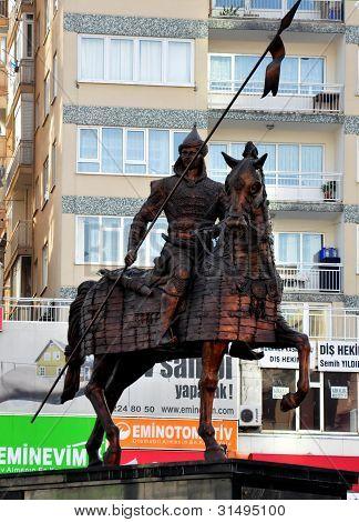 Bursa Turquía el 2 de noviembre: Estatua de Osman Ghazi en 02 de noviembre de 2010 en Turquía Bursa