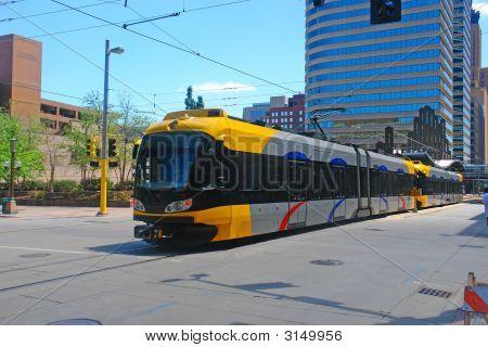 Trem de trânsito